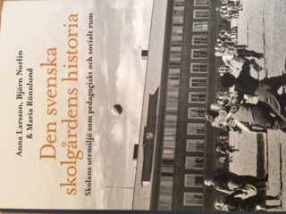 Den svenska skolgårdens historia: skolans utemiljö som pedagogiskt och socialt rum